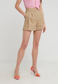 Diane von Furstenberg - SHIANA - Shorts - beige - 0