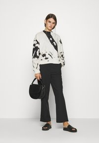 Weekday - AMAZE PRINTED - Sweatshirt - white/black - 1