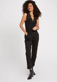 Morgan - DENA - Basic T-shirt - black - 1