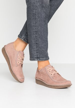 FUNNY DREAM - Casual lace-ups - dusty pink