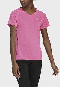 adidas Performance - RUNNER - T-shirt print - pink - 2