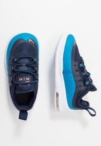 Nike Sportswear - AIR MAX AXIS - Instappers - midnight navy/hyper crimson/laser blue - 0