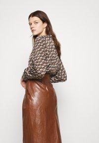 Marella - BARBIAN - Pouzdrová sukně - cuoio - 4
