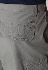 Napapijri - NOTO - Shorts - medium grey solid - 6
