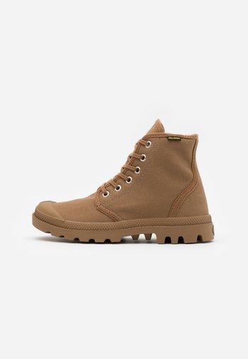VEGAN PAMPA HI ORIGINAL - Lace-up ankle boots - brown