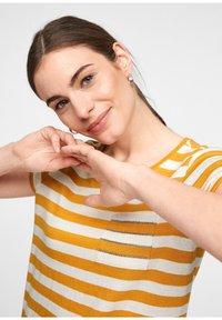 comma casual identity - Print T-shirt - yellow stripes - 3