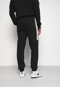 Jack & Jones - JCOBONDS TRACKSUIT SET - Sweatshirt - black - 5