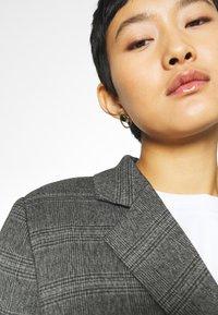 JUST FEMALE - MYRNA - Short coat - grey - 3