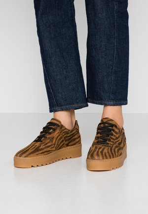 BIACOMMET - Trainers - tiger