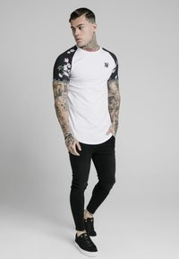 SIKSILK - Print T-shirt - white - 1
