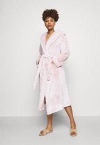 Marks & Spencer London - HOOD - Badekåpe - pink - 0