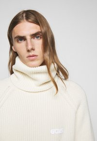 GCDS - TURTLENECK SWEATER - Jumper - white - 6