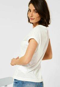 Cecil - MIT PRINT - Print T-shirt - weiß - 2
