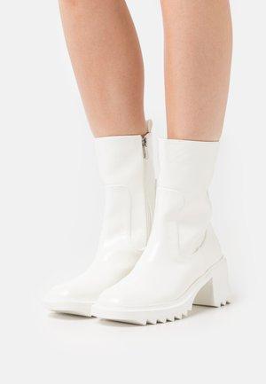 ENNIS - Platform ankle boots - white