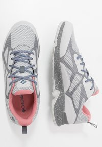 Columbia - VITESSE OUTDRY - Trekingové boty - grey ice/canyon rose - 1