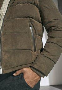 Massimo Dutti - MIT DAUNENFÜLLUNG  - Leather jacket - brown - 3