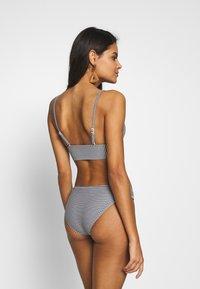 aerie - TRIANGLE LONGLINE PRINTED FEEDER STRIPE - Bikini top - true black - 2