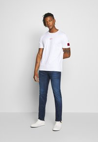 HUGO - DURNED - Print T-shirt - white - 1