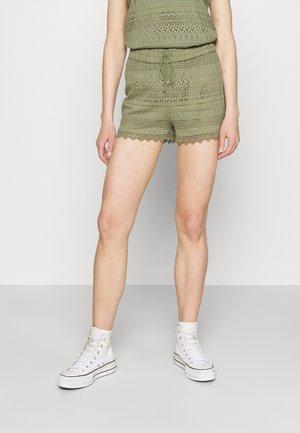 VMHONEY - Shorts - oil green