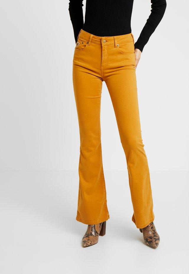 RAVAL - Spodnie materiałowe - spicy mustard