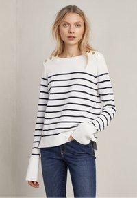 o w navy stripe