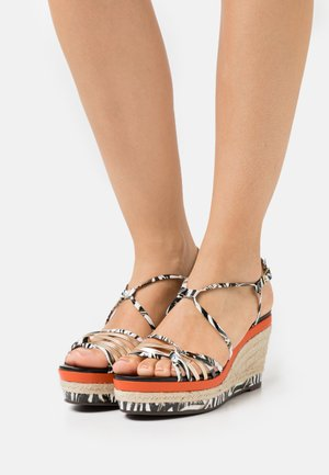 NAFIRA OBA - Sandály na platformě - multicolor