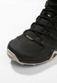 adidas Performance - TERREX SWIFT R2 MID GORE-TEX - Hiking shoes - core black/ash green - 5