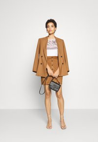 s.Oliver - KURZ - Pencil skirt - brown - 1