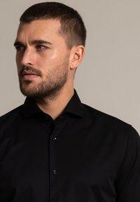 WORMLAND - Formal shirt - schwarz - 2
