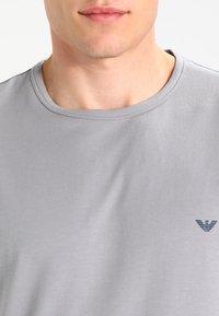 Emporio Armani - CREW NECK 2 PACK - Maglietta intima - gray/navy blue - 4