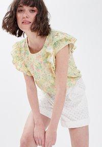 Cache Cache - Camiseta estampada - jaune pastel - 3