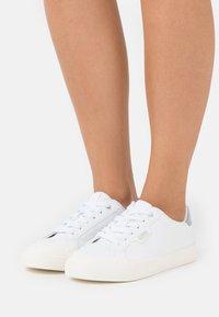 Esprit - SIMONA  - Sneakers laag - white - 0