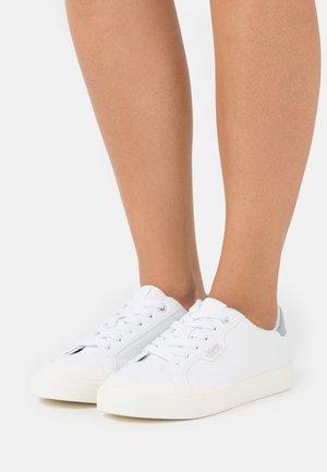 SIMONA  - Zapatillas - white