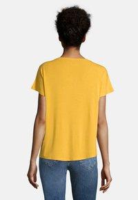 Cartoon - Basic T-shirt - golden rod - 2