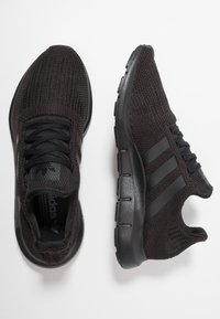 adidas Originals - SWIFT RUN - Trainers - core black/footwear white - 1