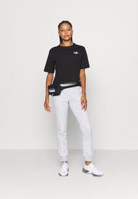 Puma - MODERN BASICS PANTS  - Pantalones deportivos - light gray heather - 1