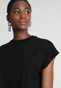 KIOMI - Basic T-shirt - black - 4