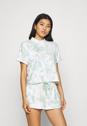 T-SHIRT AND POCKET SHORT  - Pyjamas - mint tonal