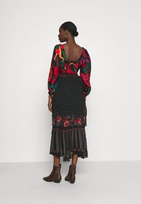 Farm Rio - EMBROIDERED FLORAL WRAP SKIRT - Pencil skirt - black - 2