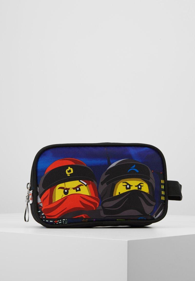 Lego Bags - TOILETRY BAG - Handbag - Urban Red/Black