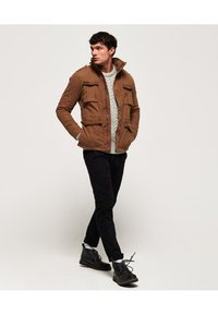 Superdry - CLASSIC ROOKIE  - Light jacket - rusty gold - 1
