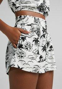 Bershka - Shorts - white - 3