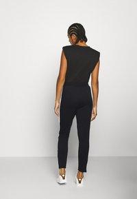 Puma - CLASSICS TRACK PANT  - Pantaloni sportivi - black - 2