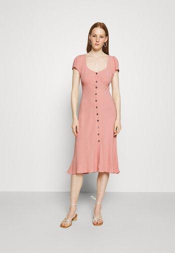 LEONA DRESS - Abito a camicia - pink