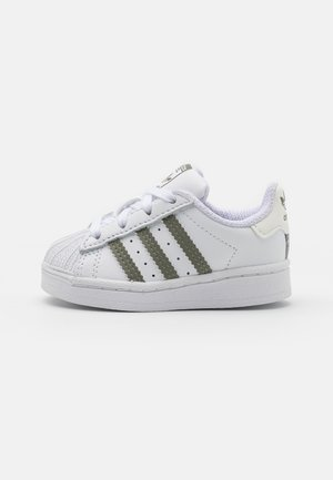 SUPERSTAR UNISEX - Zapatillas - footwear white/legacy green/offwhite