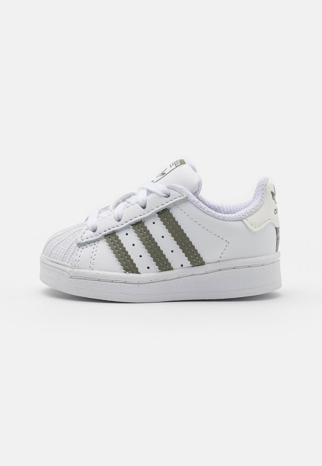 SUPERSTAR UNISEX - Baby shoes - footwear white/legacy green/offwhite