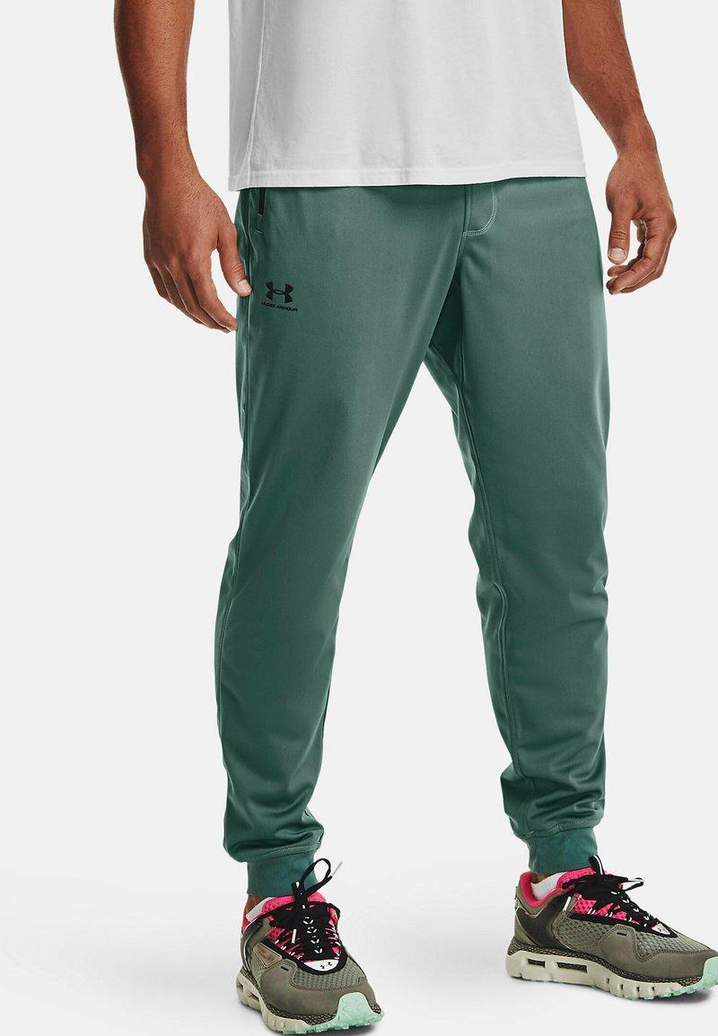 Under Armour - SPORTSTYLE - Pantalon de survêtement - toddy green