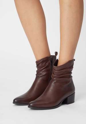 Classic ankle boots - chestnut antic