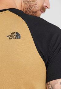 The North Face - RAGLAN EASY TEE  - Print T-shirt - british khaki - 4