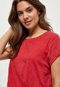 Minus - LETI - Basic T-shirt - berry red - 2
